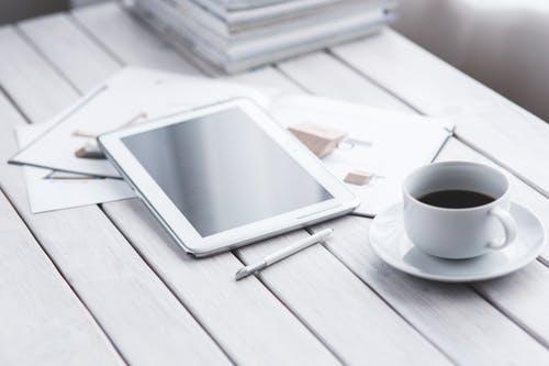 light-coffee-pen-working (1)