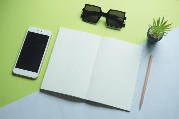 blank-colors-desk-electronics-370474
